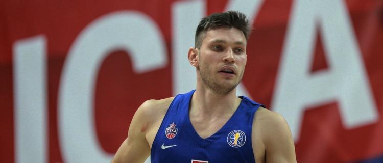 Защитник ЦСКА Иван Ухов получил травму на тренировке