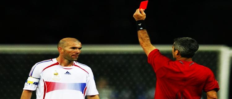 Как красные карточки влияют на футбольные ставки?